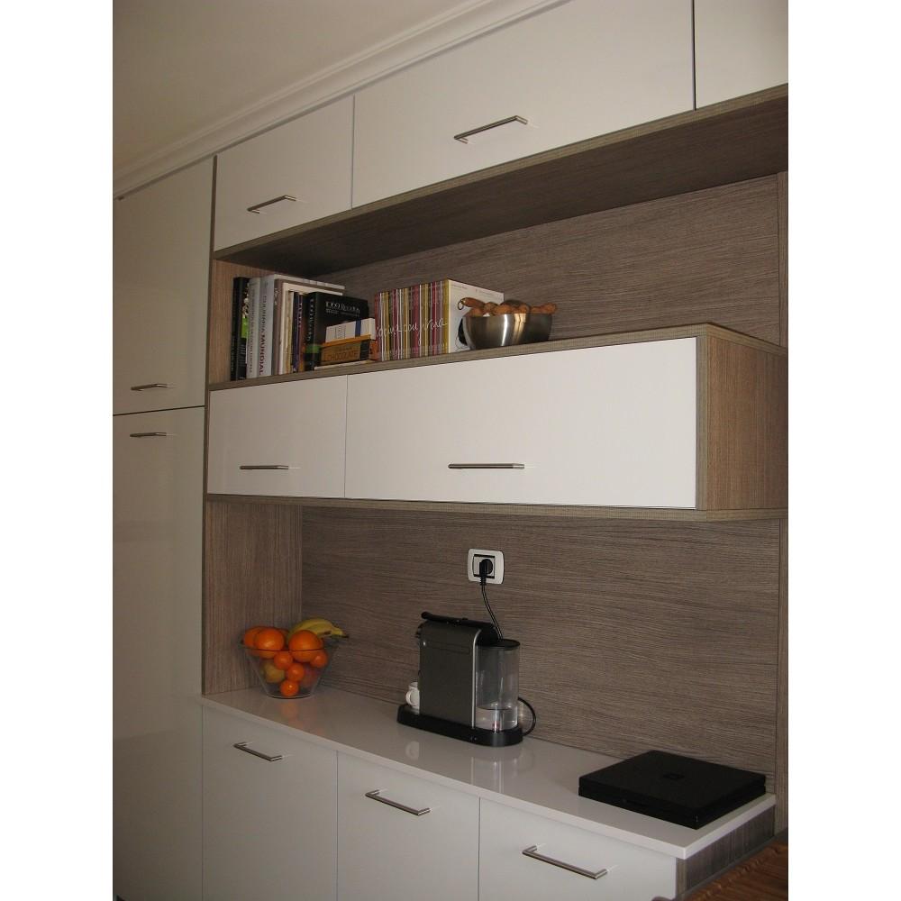 En paralelas blanca con roble serrado re9 renueve for Cocinas paralelas